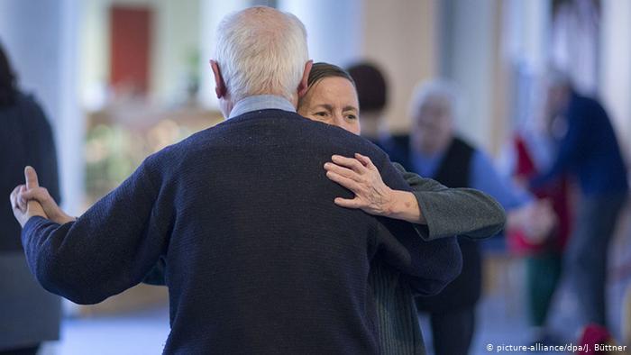 Icon Image - Dementia Dance Café (picture-alliance / dpa / J. Büttner)