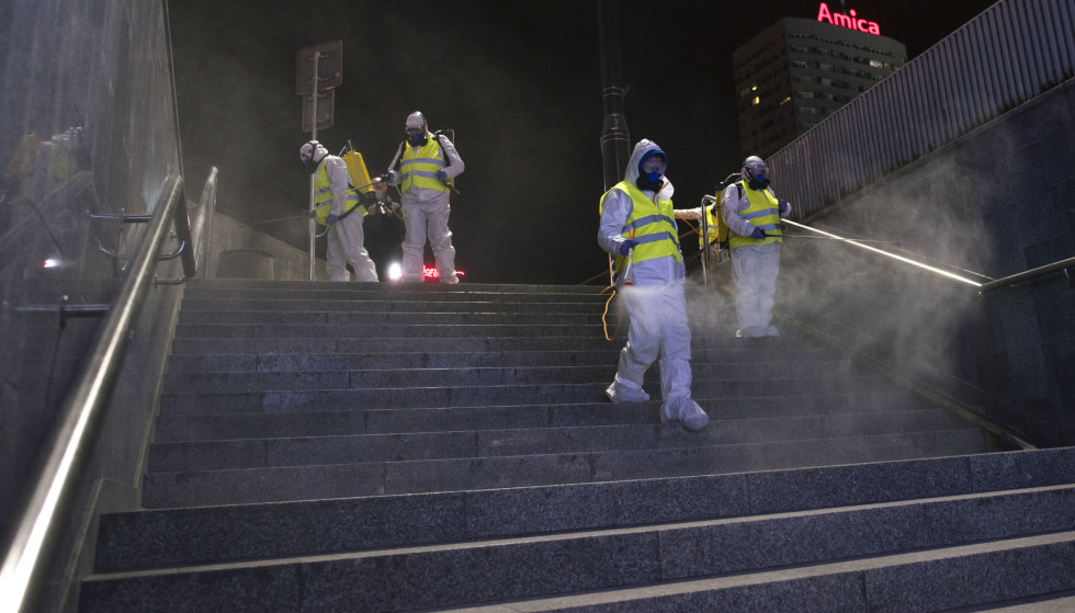 Disinfection: Here one of the most used tunnels is cleared in Warsaw, Poland.  At night, the main and most used roads in the city center are cleared.  Photo taken April 11, 2021. Photo: Attila Husejnow / SOPA Images / Shutterstock