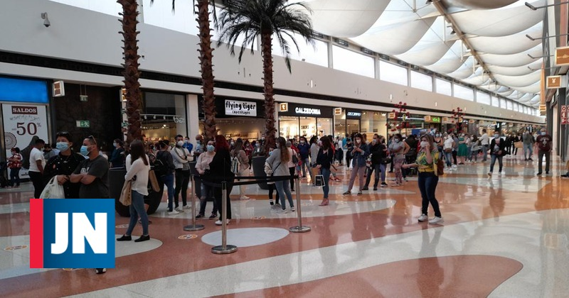 Queues at the reopening of shopping malls in Greater Lisbon
