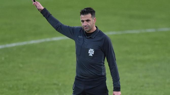 Ball - Manuel Oliveira Whistles Sporting National (arbitration)
