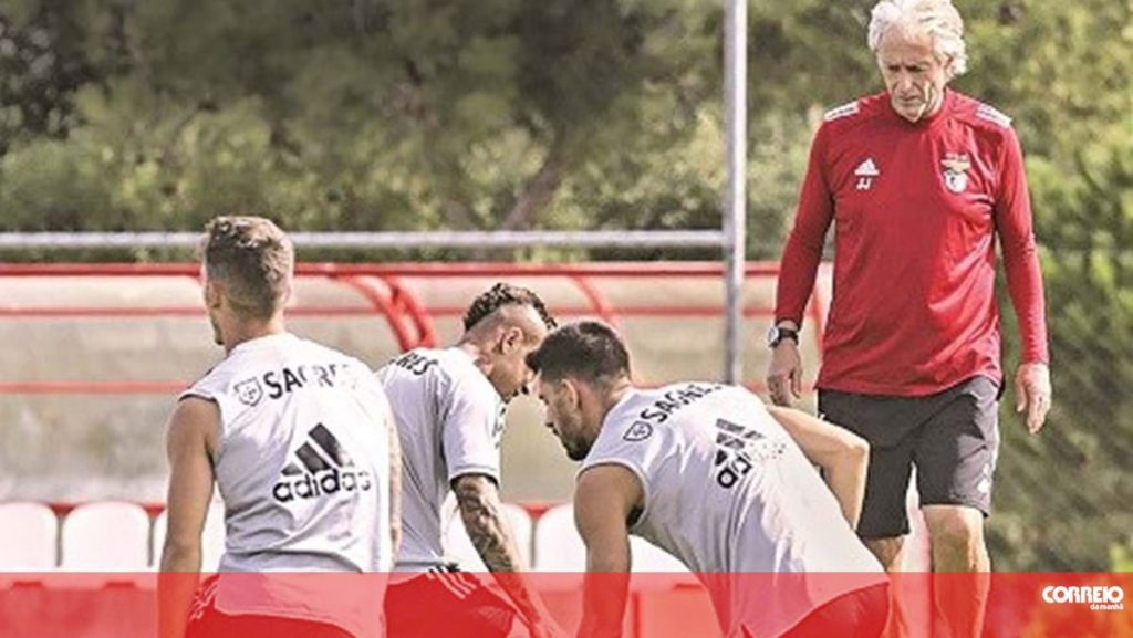 Benfica players complain about batting in training - soccer