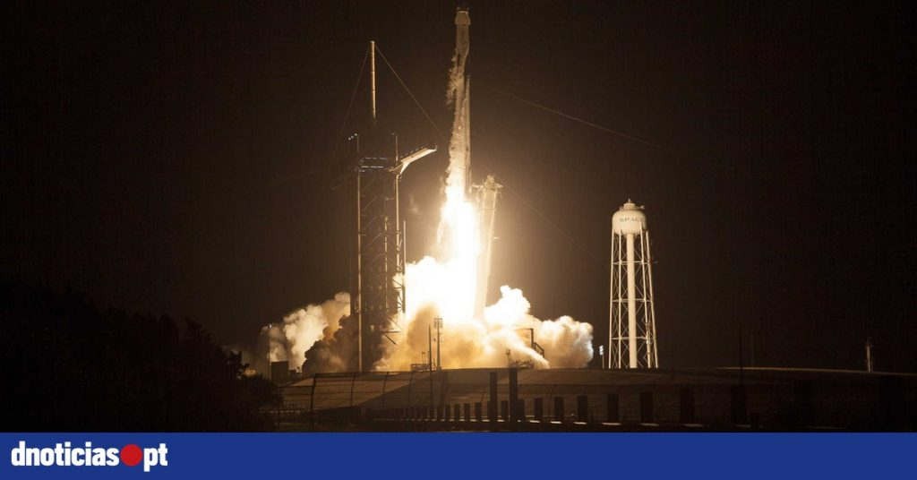Crew Dragon capsule on its way to the International Space Station - DNOTICIAS.PT
