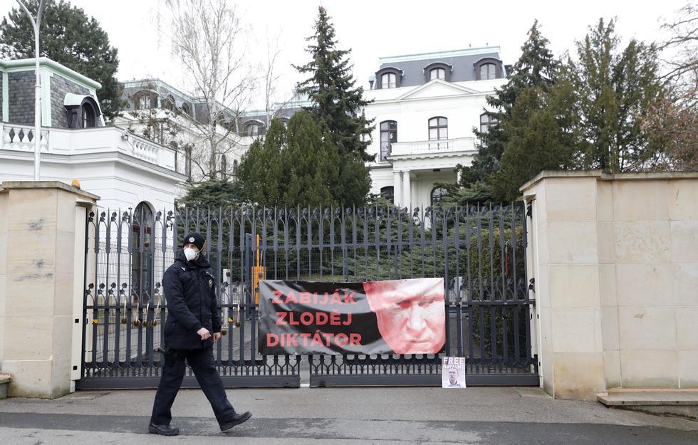 The Czech Republic expels 18 Russian diplomats