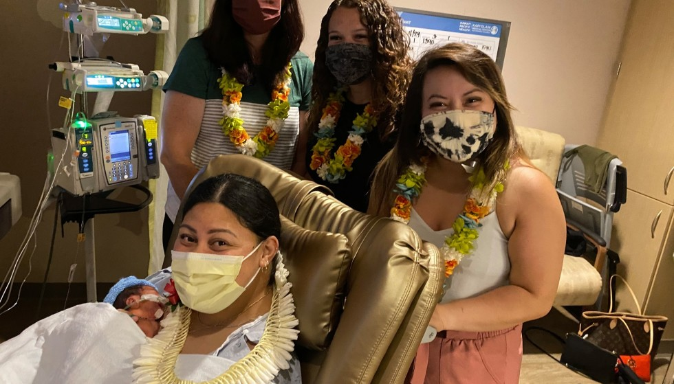 Help: Nurses Lanny Bamfield, Amanda Beding, and Mimi Ho came to visit Lavinia and her son after a few days in the hospital.  They helped during the birth on the plane.  Photo: Hawaii Pacific Health / Facebook.