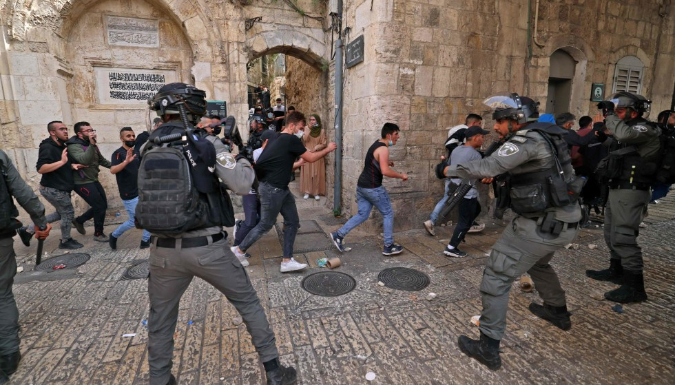 Conflict: Palestinian protesters are already fighting with Israeli rebel police in the Old City of Jerusalem.  Photo: AFP / NTB
