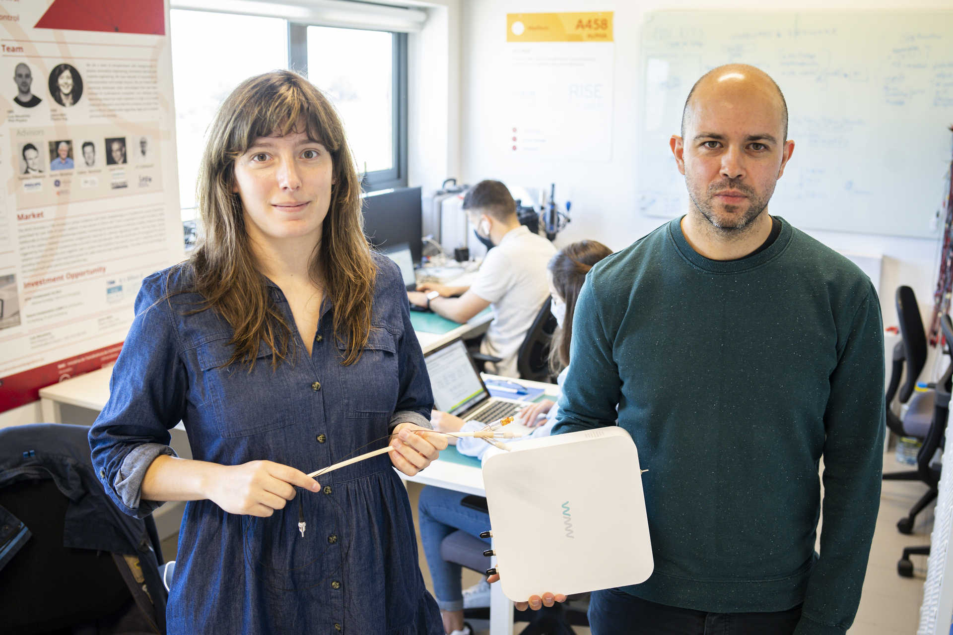 Joana melo and Luís Moutinho with one of the prototypes made in PCI