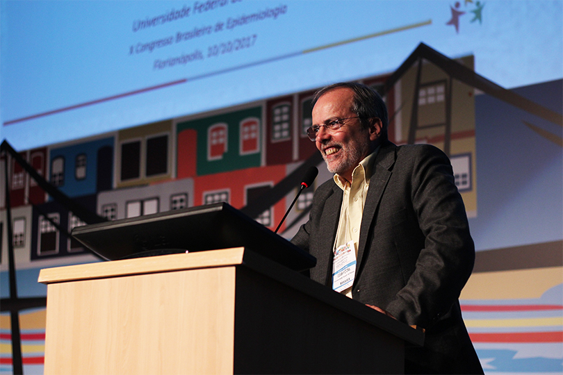 César Victora, A Path for Life and Science, wins an honor at the Agora Abrasco