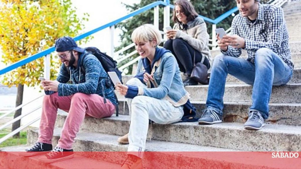 Extracurricular activities help prevent negative effects of screens on young people - Science & Health