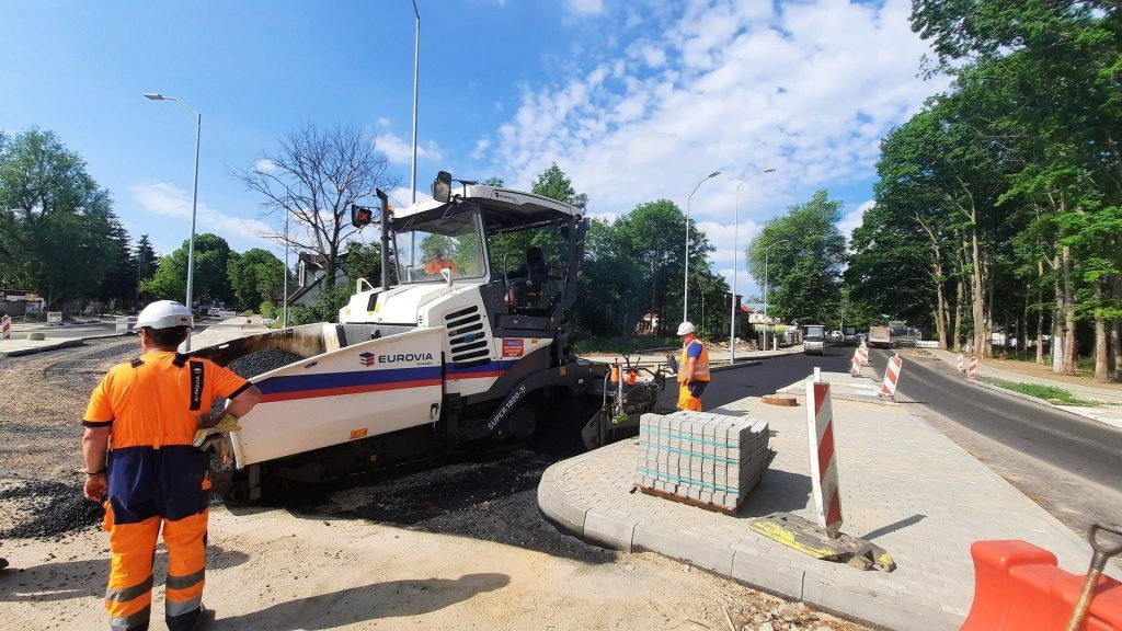 Road works in the Motra Street area of Szczecin.  The new roundabout is made of asphalt.  Images