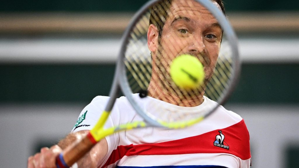 Rafael Nadal knocked out Richard Gasquet in the 2nd round of the Roland-Karos: 6-0, 7-5, 6-2