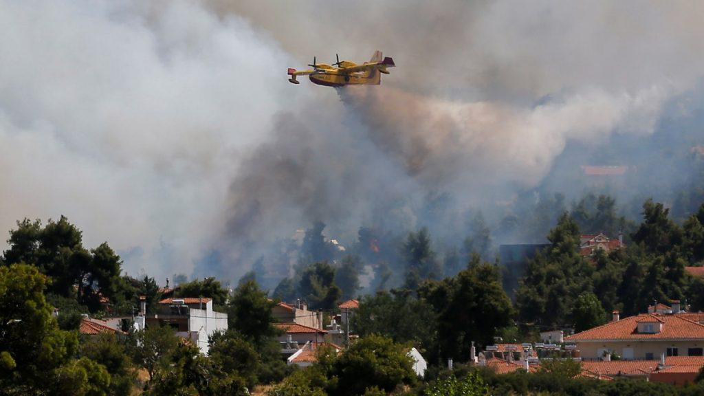 brannslukkingsfly nær Aten