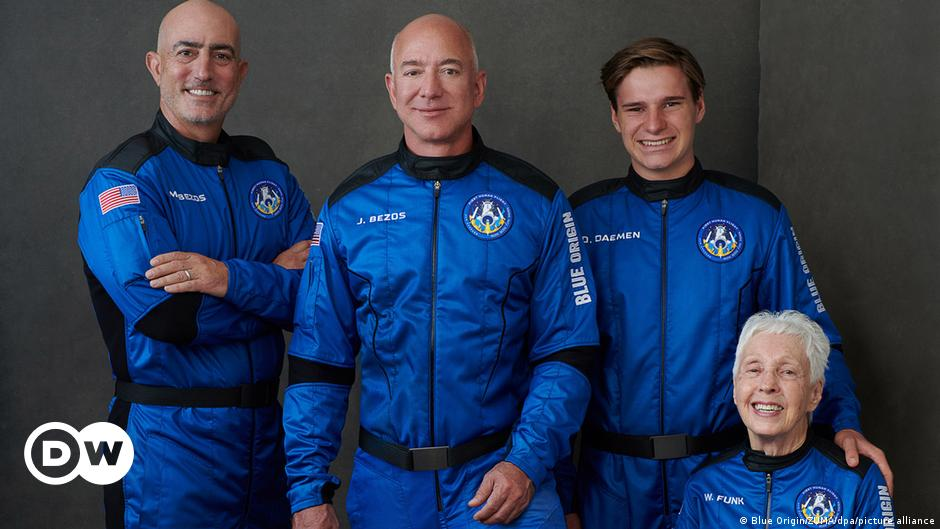 Jeff Bezos successfully completes space flight    Science news to improve quality of life    DW