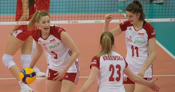 Polskie siatkarki pokonały w bułgarskim Płowdiw Hiszpanię 3:0 (25:15, 25:15, 25:8) w swoim czwartym meczu grupy B mistrzostw Europy. To czwarte zwycięstwo podopiecznych Jacka Nawrockiego, które w środę na zakończenie fazy grupowej zmierzą się z Bułgarią.