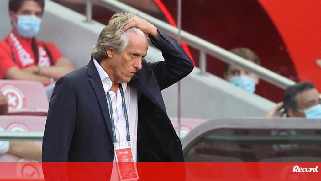 """Jorge Jesus asks about another central and talks about Vinicius: """"I have to release him, there is a market"""" - Benfica"""