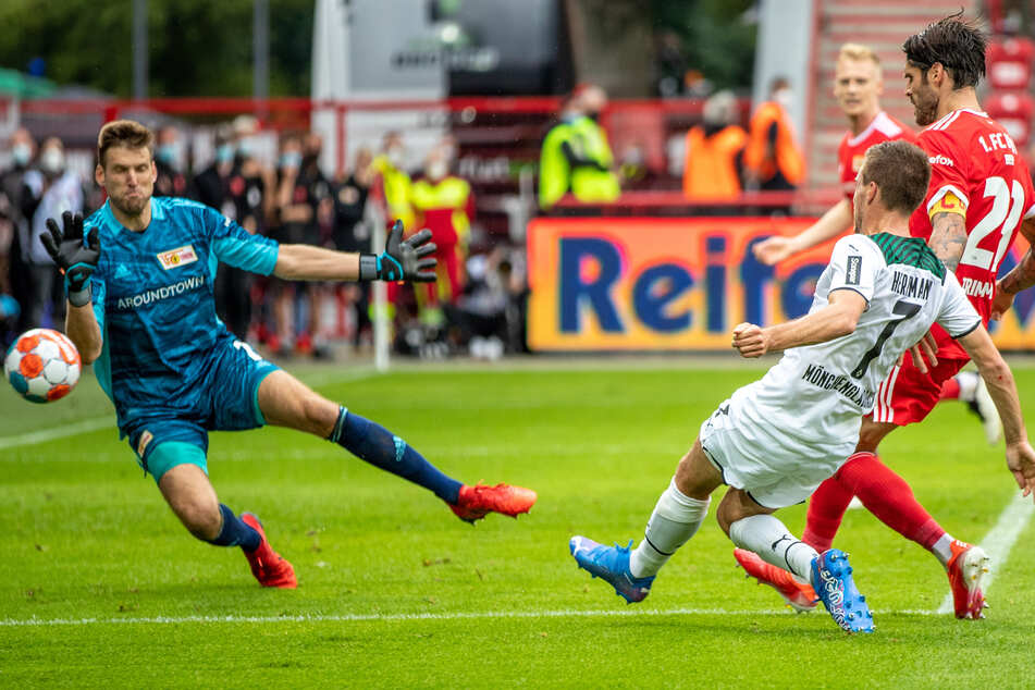 Almost equal in the final minute: against Union Berlin, Gladbach's Patrick Herman (30, RV) hits the outside net only if he falls.
