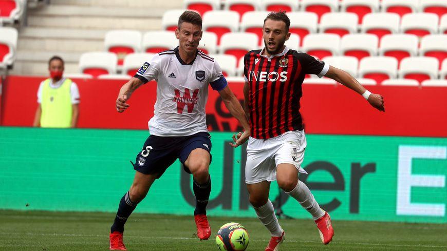 Laurent Koscielny a concédé un penalty en fin de première mi-temps, transformé par Amine Gouiri.