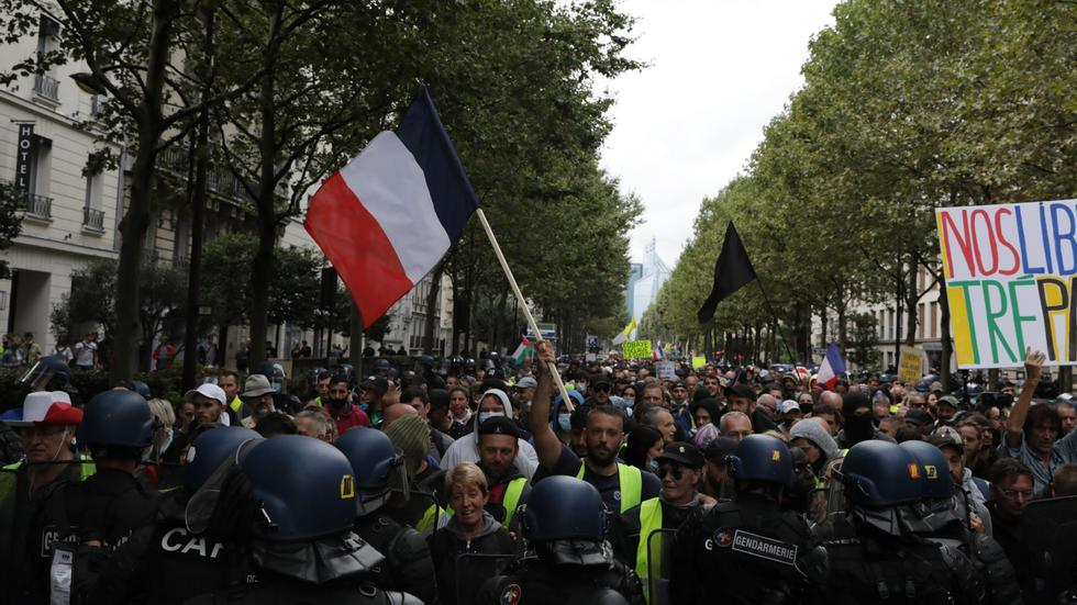More than 200,000 people demonstrated against the rules of Corona in France
