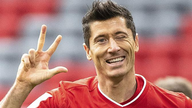 The ball - Bayern hits Hertha with a hat-trick from Lewandowski (Germany).