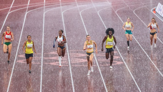 German para-athlete Lindy Ave (center) won gold in the over 400 meters.  AG IMAGO / Beautiful Game