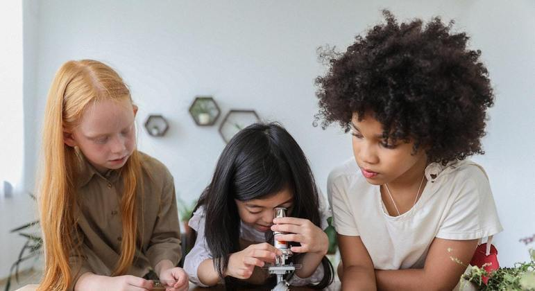 A documentary film that encourages girls to enter the field of science - Virtz
