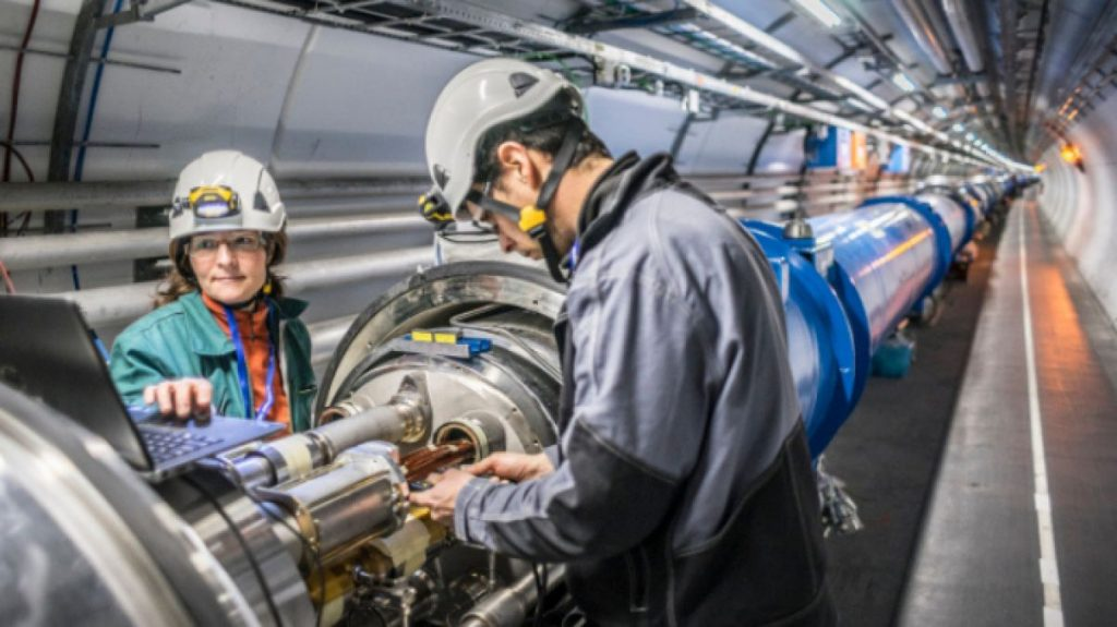 How does the LHC particle accelerator work? [Large Hadron Collider] - Science - Techblog