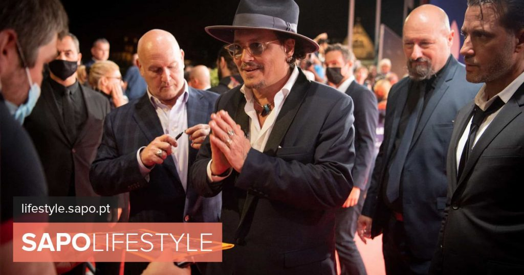 Johnny Depp appears rarely in event after drama with Amber Heard - Current Events