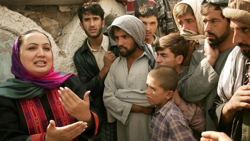 Shukria Barakzai på et valgkamp-arrangement i Kabul.